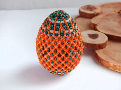 Пасхальное яйцо из бисера зелено-оранжевое