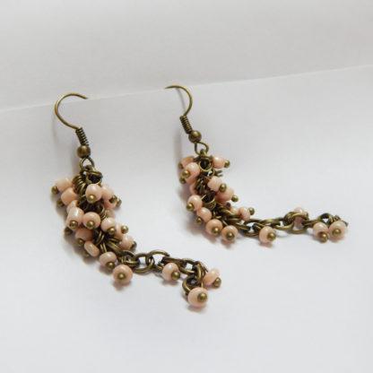 Серьги-гроздья пастельно-розовые из бисера