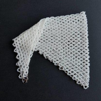 Косынка из бисера белая в сложенном виде