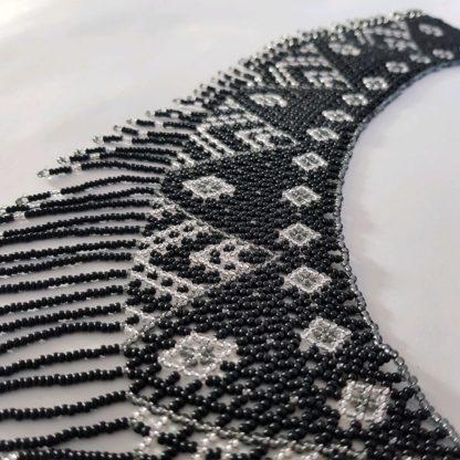 Черное колье-воротник из бисера